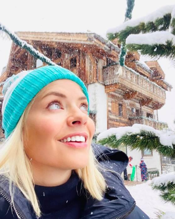 holly-willoughby-family-holiday-skiing