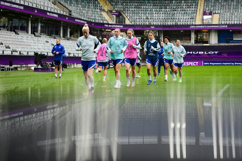 Chelsea warm up before kick-off (AFP via Getty Images)