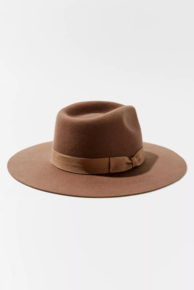 """<p><strong>Urban Outfitters</strong></p><p>urbanoutfitters.com</p><p><strong>$44.00</strong></p><p><a href=""""https://go.redirectingat.com?id=74968X1596630&url=https%3A%2F%2Fwww.urbanoutfitters.com%2Fshop%2Fuo-flat-brim-felt-fedora&sref=https%3A%2F%2Fwww.oprahmag.com%2Fstyle%2Fg33275493%2Ffall-hats-for-women%2F"""" rel=""""nofollow noopener"""" target=""""_blank"""" data-ylk=""""slk:Shop Now"""" class=""""link rapid-noclick-resp"""">Shop Now</a></p><p>Highly rated, this hat comes in four neutral colors that will work well with any outfit. """"Constructed with an elongated brim and dimple crown, this fedora is both classic and stylish,"""" says Nazzaro. </p>"""