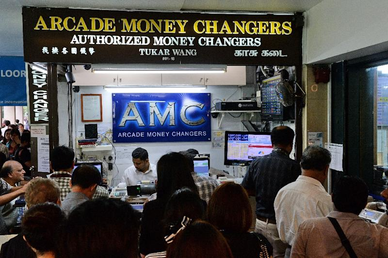 The Crashing Pound Sent People Flocking To Money Changers Exploit A Favourable Exchange Rate In