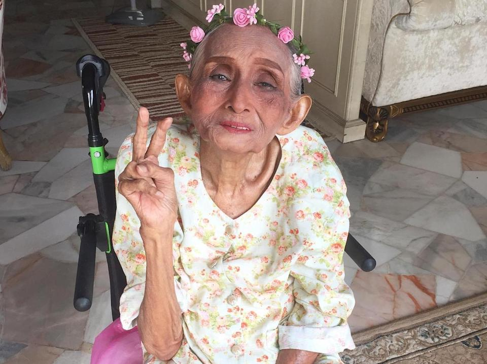 104-year-old Tok flashes a peace sign. (PHOTO: Darzian Darbi)