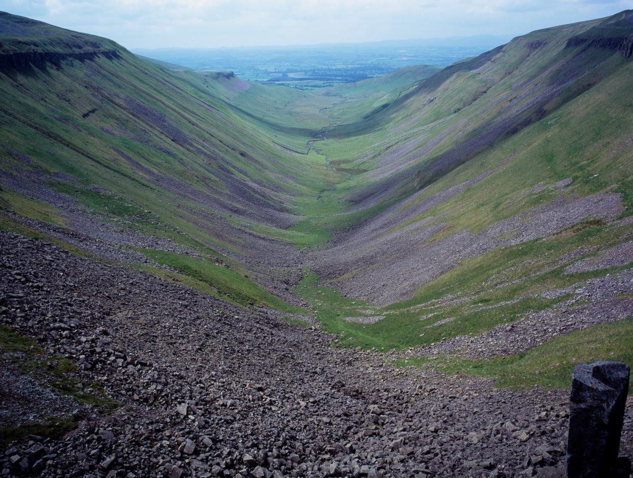 England. Cumbria. North West Penines. View of High Cup Gill from High Cup Nick. (Photo by: Bryan Pickering/Eye Ubiquitous/Universal Images Group via Getty Images)
