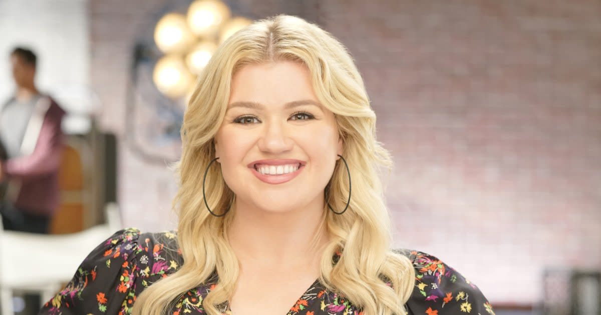 Kelly Clarkson Kicks Off Her New Talk Show with Laughs, Tears and Dwayne  'The Rock' Johnson
