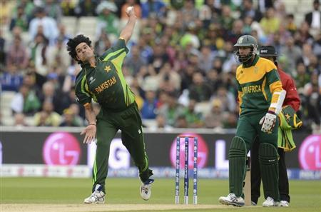 Pakistan's Irfan bowls, watched by South Africa's Amla, during the ICC Champions Trophy match at Birmingham