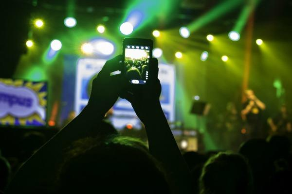 cell-phone-concert