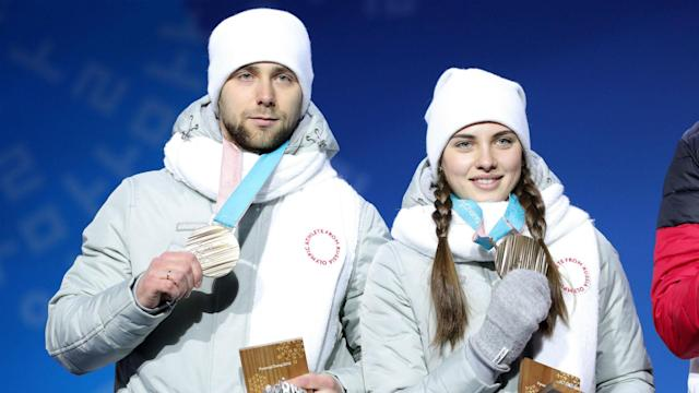 Aleksandr Krushelnitckii's bronze medal in the mixed doubles curling has been rescinded after a failed drugs test at the Winter Olympics.