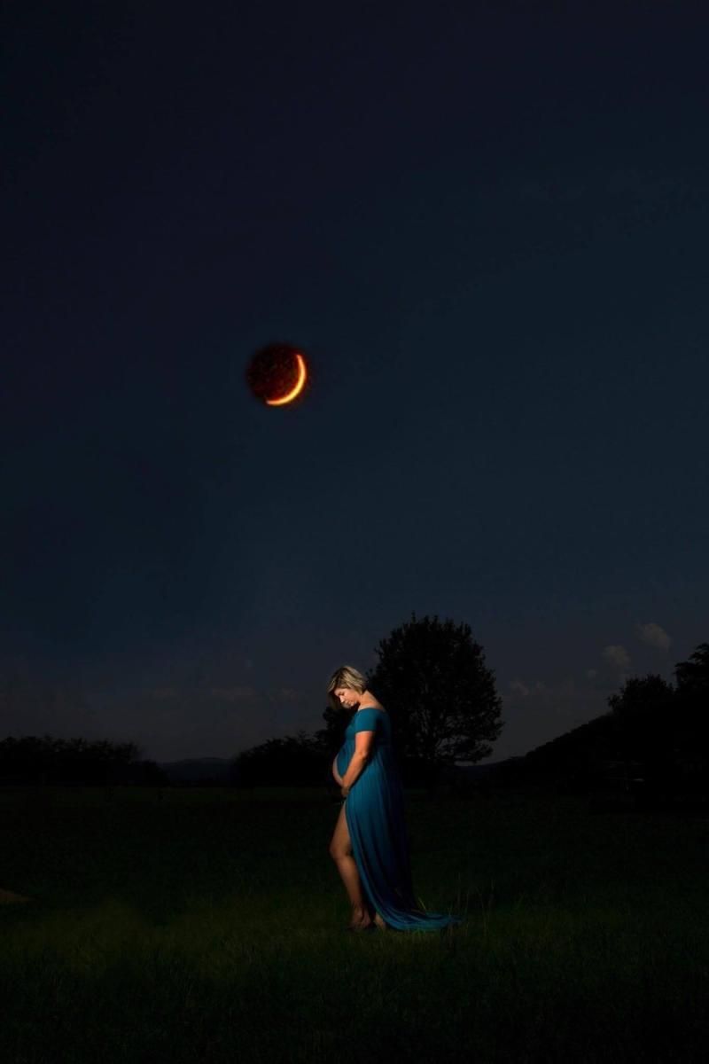 """""""When we heard about the eclipse, we knew we had to try to get the shot,"""" Cruikshank told HuffPost. (Lisa Cruikshank/Still Pearl Photography)"""