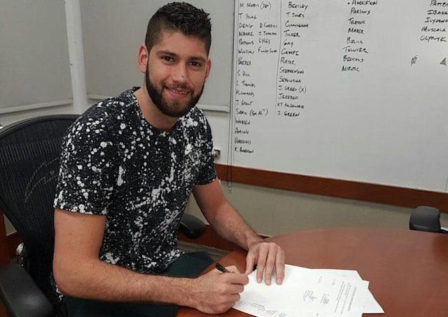"<a class=""link rapid-noclick-resp"" href=""/olympics/rio-2016/a/1107749/"" data-ylk=""slk:Patricio Garino"">Patricio Garino</a> signs a contract in front of a list of his potential replacements. (Twitter)"