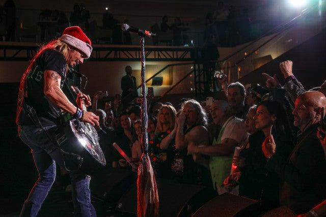 bret michaels performs on nye
