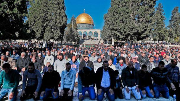 PHOTO: Palestinian Muslim worshipers pray in front of the Dome of the Rock mosque at the al-Aqsa mosque compound in the Jerusalem's Old City, Dec. 8, 2017. (Ahmad Gharabli/AFP/Getty Images)