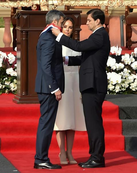 Paraguay's new President Mario Abdo Benitez (L), receives the presidential sash from Congress leader Silvio Ovelar next to his wife Silvana Lopez Moreira during his inauguration ceremony in Asuncion, on August 15, 2018