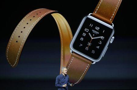 Jeff Williams Apple's senior vice president of Operations, speaks about the Hermes watchband for the Apple Watch, during an Apple media event in San Francisco