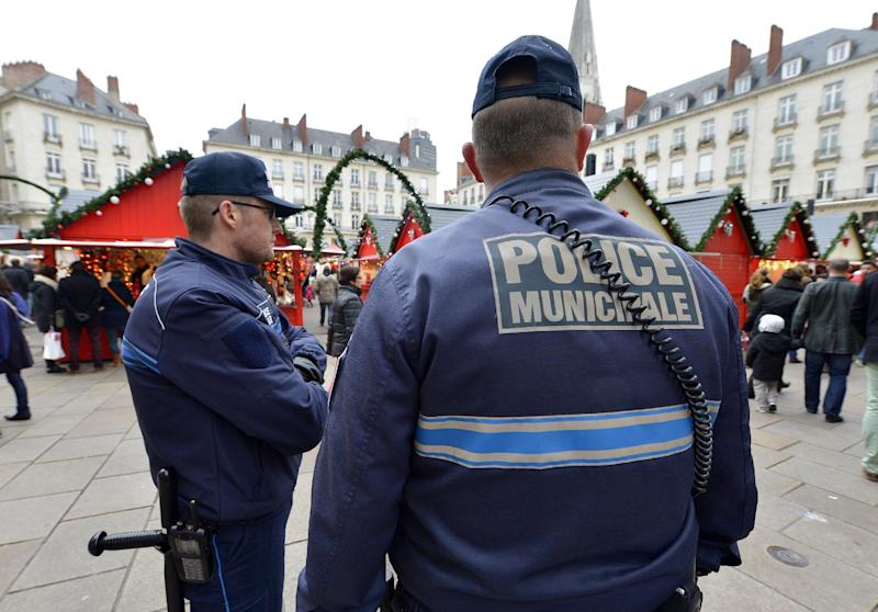 Municipal police patrol the Christmas market in the French city of Nantes on December 23, 2014, a day after a man rammed into shoppers with his car (AFP Photo/Georges Gobet)
