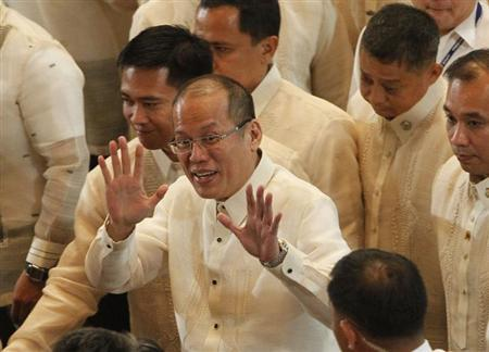 Philippine President Benigno Aquino gestures while being surrounded by presidential security officials after delivering his fourth State of the Nation Address (SONA) at the House of Representatives in Quezon City, Metro Manila July 22, 2013. REUTERS/Romeo Ranoco
