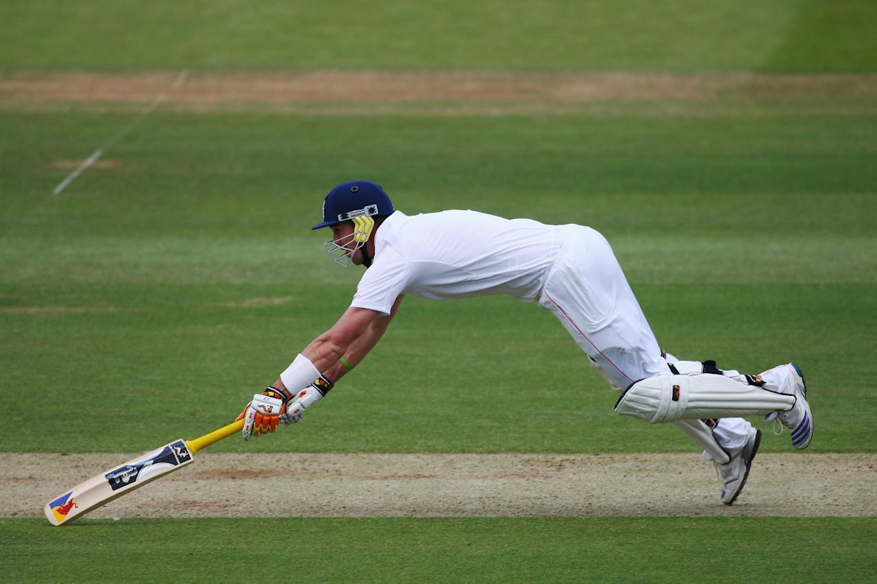 LONDON - MAY 18:  Kevin Pietersen of England dives to make his ground during the fourth day of the 1st npower Test Match between England and New Zealand at Lord's on May 18, 2008 in London, England.  (Photo by Mike Hewitt/Getty Images)