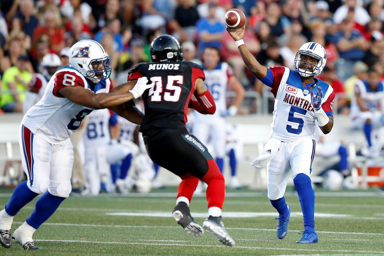 CFL Football - Montreal Alouettes v Ottawa Redblacks - Ottawa, Ontario, Canada - 19/08/2016. Montreal Alouettes quarterback Kevin Glenn throws a pass. REUTERS/Chris Wattie
