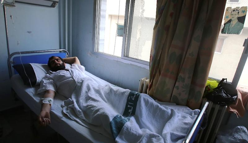 A Syrian man, who escaped an attack by Islamist fighters on a medical facility, lays in a bed at a hospital in Latakia, a coastal city controlled by the regime, on May 26, 2015 (AFP Photo/Youssef Karwashan)