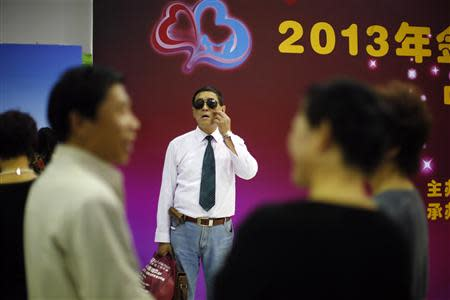 A man arrives at a matchmaking event for middle-aged singles and seniors, sponsored by Shanghai's government, in Shanghai November 9, 2013. REUTERS/Carlos Barria