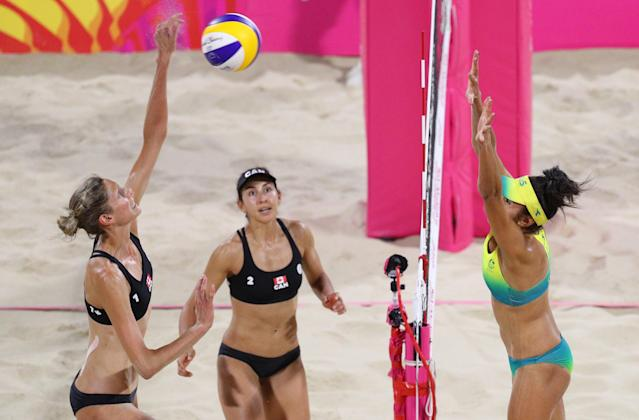Beach Volleyball - Gold Coast 2018 Commonwealth Games - Women's Gold Medal Match - Australia v Canada - Coolangatta Beachfront - Gold Coast, Australia - April 12, 2018. Taliqua Clancy of Australia in action with Sarah Pavon and Melissa Humana-Paredes of Canada. REUTERS/Athit Perawongmetha