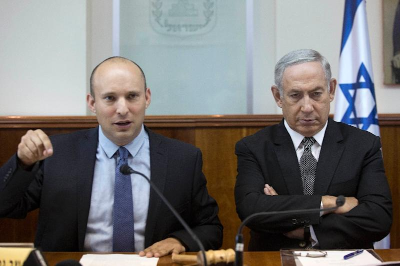 Israeli Prime Minister Benjamin Netanyahu (R) listens to Education Minister Naftali Bennett during a cabinet meeting, in a file photo taken on August 30, 2016 (AFP Photo/ABIR SULTAN)