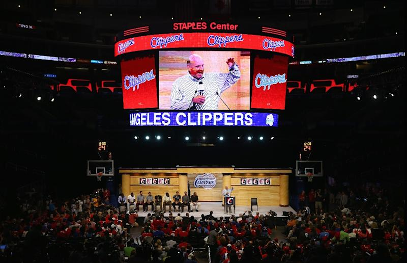 The new owner of the Los Angeles Clippers Steve Ballmer addresses the fans after being introduced for the first time at Staples Center on August 18, 2014 in Los Angeles, California (AFP Photo/Jeff Gross)