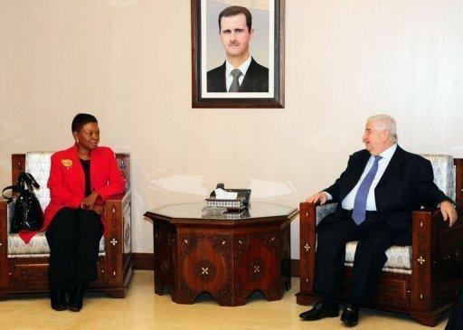 Syrian Foreign Minister Walid al-Muallem (R) meets with UN humanitarian chief Valerie Amos