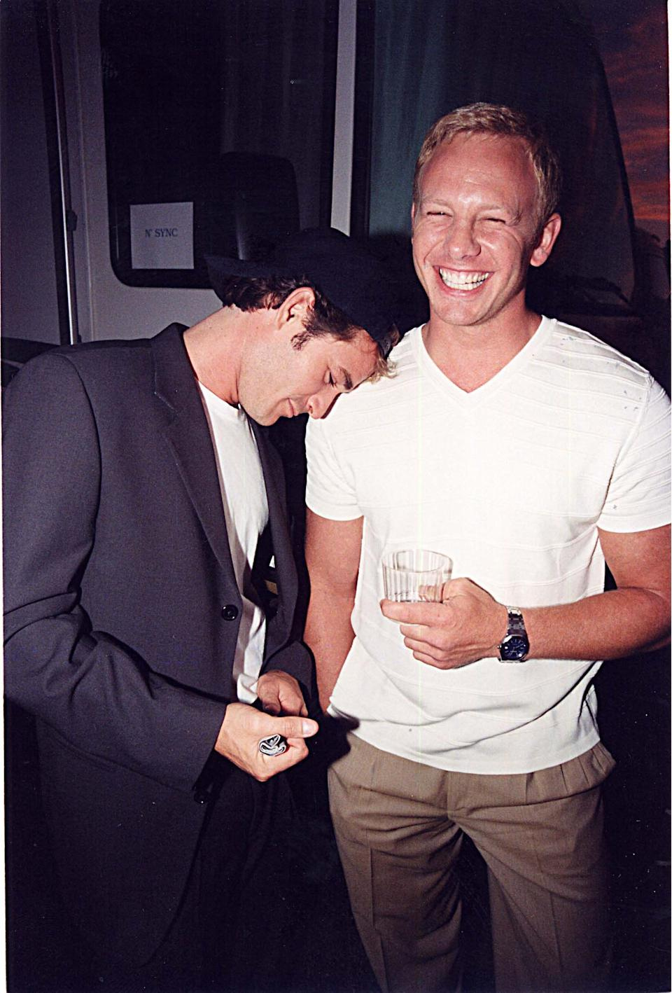 Luke Perry & Ian Ziering at the 1999 Teen Choice Awards in Los Angeles. (Photo by Jeff Kravitz/FilmMagic, Inc)