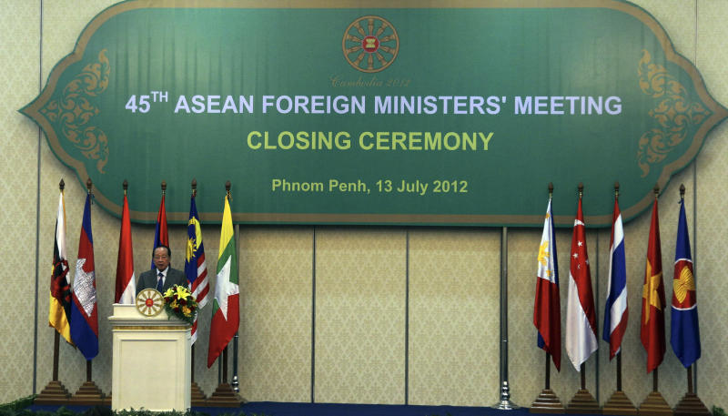 Cambodian Foreign Minister Hor Namhong speaks at the closing ceremony of the 45th Association of Southeast Asian Nations (ASEAN) Foreign Ministers' Meeting in Phnom Penh, Cambodia Friday, July 13, 2012. (AP photo/Sakchai Lalit