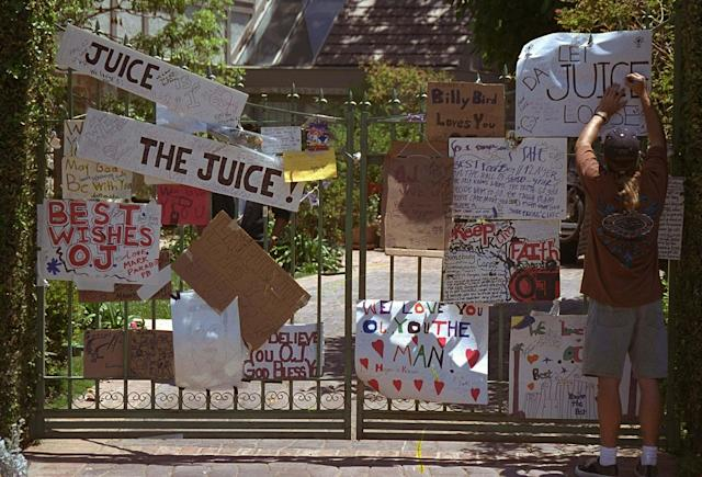 <p>While O.J. Simpson was in jail, people posted signs outside his home in west Los Angeles offering their support. (Photo: Kevork Djansezian/AP) </p>