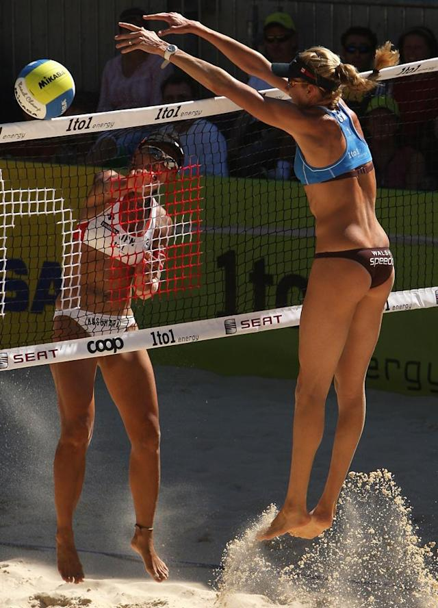 Kerri Walsh of USA attempts to block a shot from Mika Chiaki Kusuhara of Japan during day three of the FIVB 2007 Beach Volleyball World Championships on July 26, 2007 in Gstaad, Switzerland.