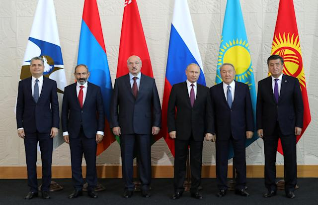 Chairman of the Board of the Eurasian Economic Commission Tigran Sargsyan, Armenian Prime Minister Nikol Pashinyan, Belarussian President Alexander Lukashenko, Russian President Vladimir Putin, Kazakh President Nursultan Nazarbayev and Kyrgyz President Sooronbai Jeenbekov pose for a family photo before a session of the Supreme Eurasian Economic Council in Sochi, Russia May 14, 2018. Sputnik/Mikhail Klimentyev/Kremlin via REUTERS ATTENTION EDITORS - THIS IMAGE WAS PROVIDED BY A THIRD PARTY. THIS IMAGE HAS BEEN SUPPLIED BY A THIRD PARTY. IT IS DISTRIBUTED, EXACTLY AS RECEIVED BY REUTERS, AS A SERVICE TO CLIENTS