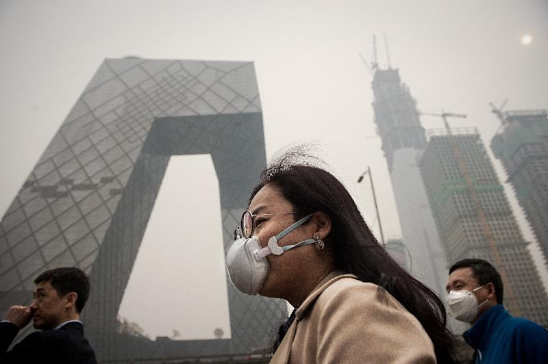 A smoggy day in Beijing. Executives with families are often unwilling to put their children's health at risk for a job. (AFP Photo/NICOLAS ASFOURI)