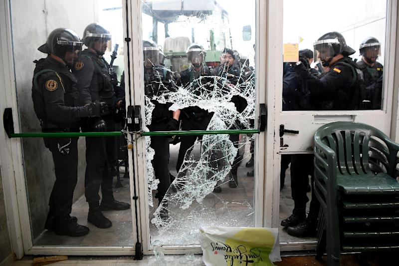 Spain's Guardia Civil broke through the door of a polling station in Sarria de Ter in Girona where the Catalan president was due to vote (AFP Photo/LLUIS GENE)