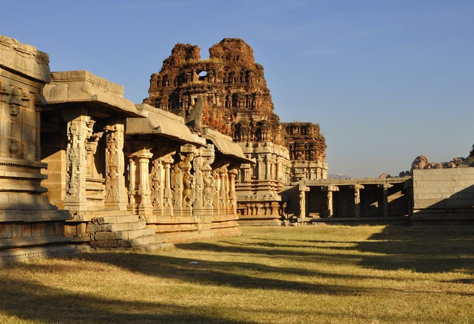 The ruins of the Achyuta Raya temple look so serene and beautiful that one can only wonder how grand the temple must have looked 500 years ago. It rests at the foot of the Matanga hill. This is the pillared 'Mahamantapa' and two of the three 'Mahadwaras' in the temple complex.<br><br>