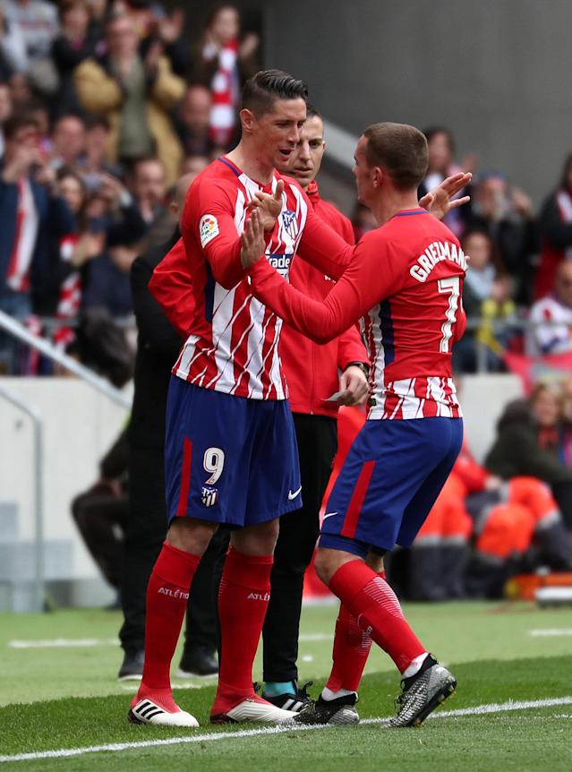 Soccer Football - La Liga Santander - Atletico Madrid vs Levante - Wanda Metropolitano, Madrid, Spain - April 15, 2018 Atletico Madrid's Fernando Torres comes on as a substitute to replace Antoine Griezmann REUTERS/Sergio Perez