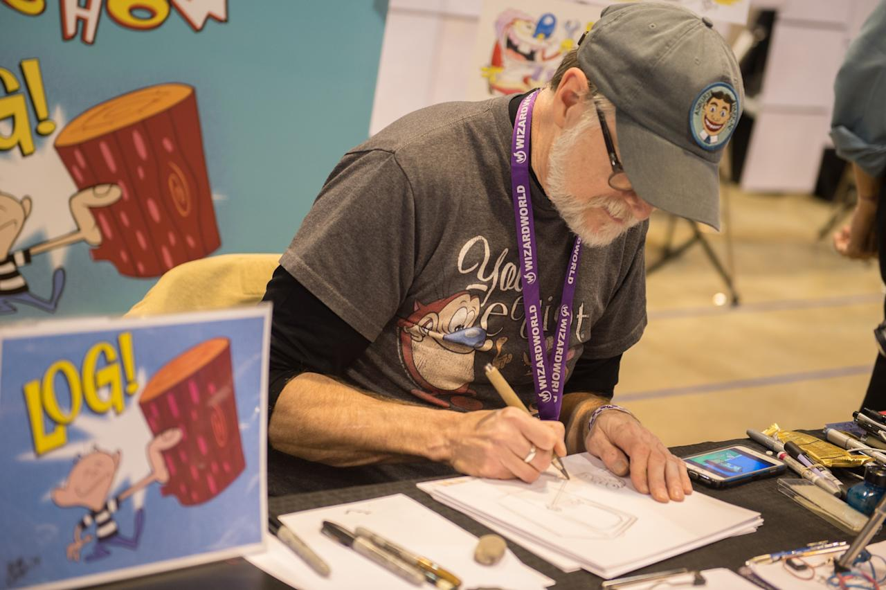 ST LOUIS, MISSOURI - APRIL 02: Illustrator Bob Camp sketches a picture during the Wizard World St. Louis Comic Con at America's Center on April 2, 2016 in St Louis, Missouri. (Photo by Michael B. Thomas/Getty Images)