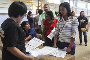 Comelec prioritizes teachers and school employees during Sunday registration in Upi, Maguindanao. Photo by AMIEL MARK CAGAYAN.