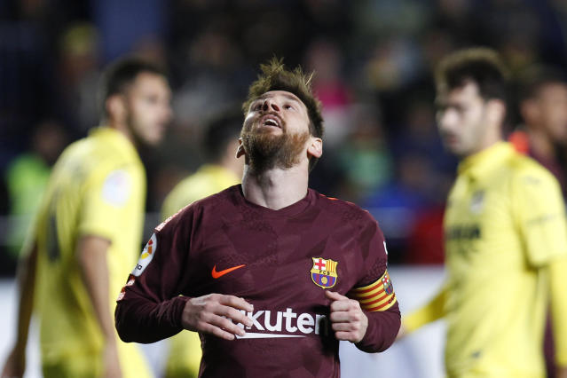 Barcelona's Lionel Messi reacts after failing to score against Villarreal during the Spanish La Liga soccer match between Villarreal and FC Barcelona at the Ceramica stadium in Villarreal, Spain, Sunday, Dec. 10, 2017. (AP Photo/Alberto Saiz)
