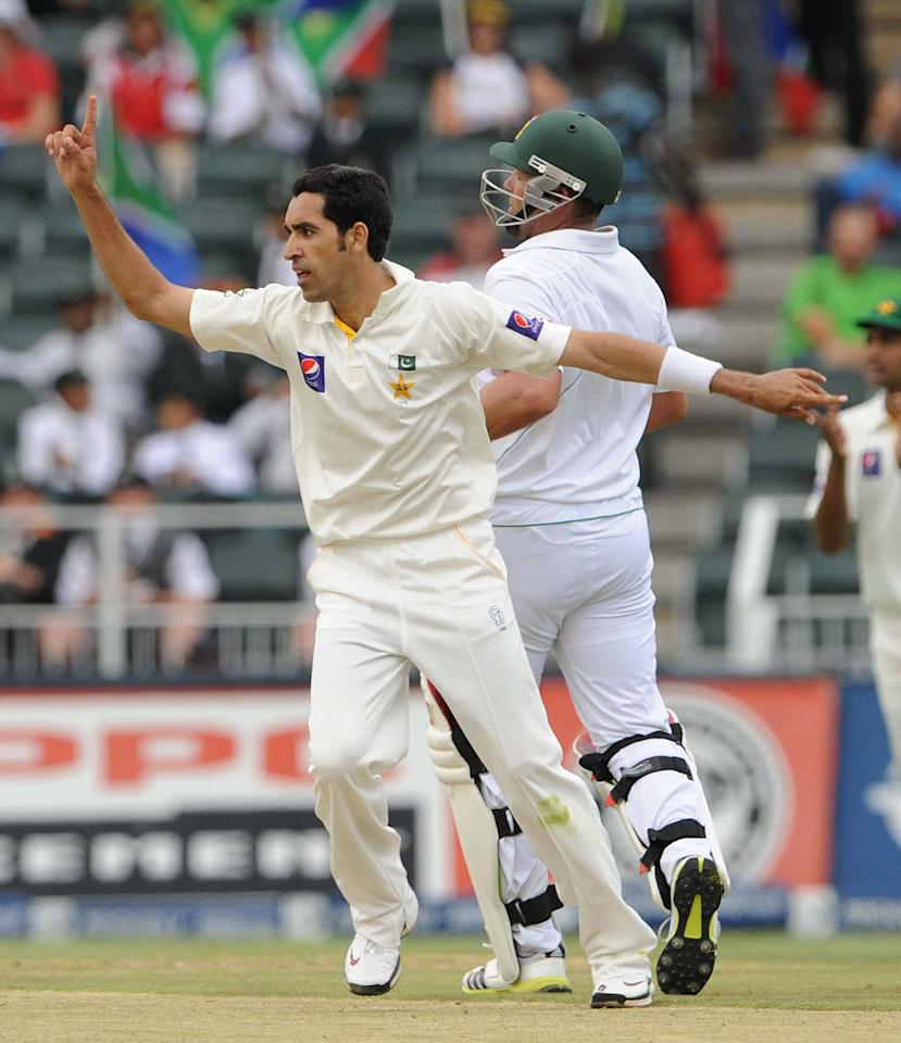 JOHANNESBURG, SOUTH AFRICA - FEBRUARY 01: (SOUTH AFRICA OUT) Umar Gul of Pakistan celebrates the wicket of Jacques Kallis of South Africa during day 1 of the first Test match between South Africa and Pakistan at Bidvest Wanderers Stadium on February 01, 2013 in Johannesburg, South Africa. (Photo by Lee Warren/Gallo Images/Getty Images)