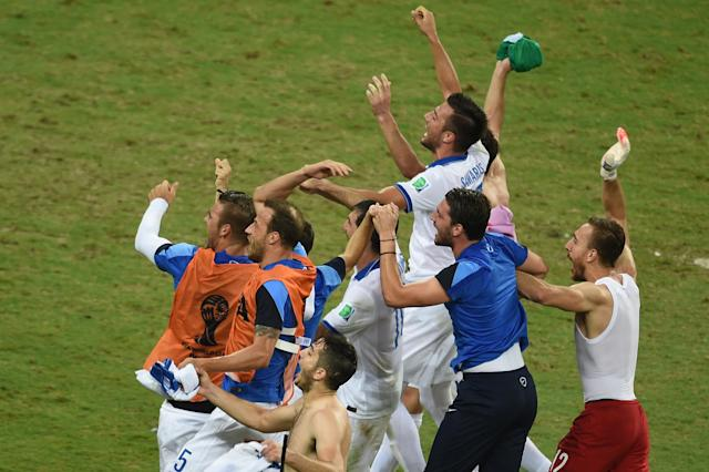 Greece's players celebrate at the end of the Group C football match between Greece and Ivory Coast at the Castelao Stadium in Fortaleza during the 2014 FIFA World Cup on June 24, 2014 (AFP Photo/Christophe Simon)