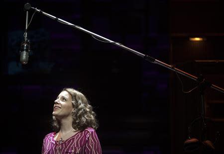 """Jessie Mueller sings onstage during the """"Beautiful - The Carole King Musical"""" press preview at the Stephen Sondheim Theatre in New York, November 21, 2013. REUTERS/Carlo Allegri"""
