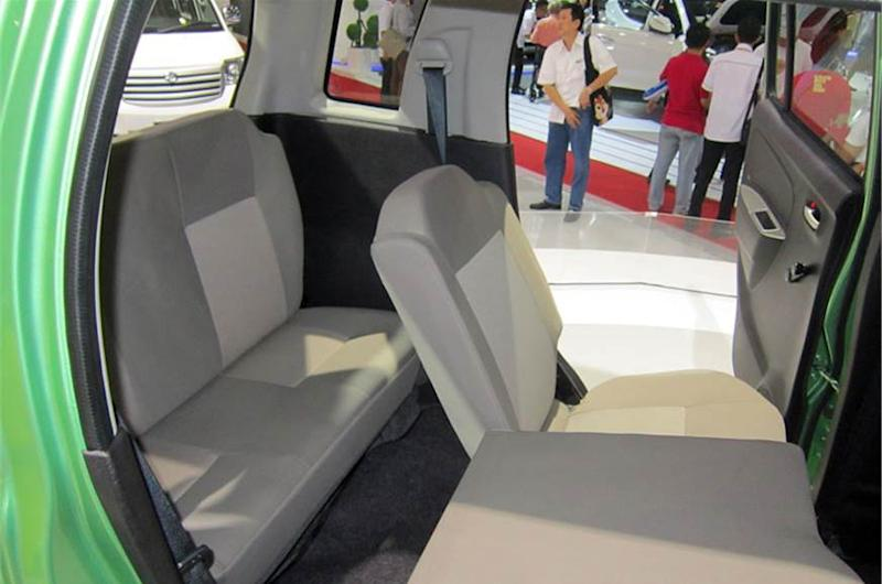 The third-row of seats in the 2013 Suzuki Wagon R 7-seater MPV concept.