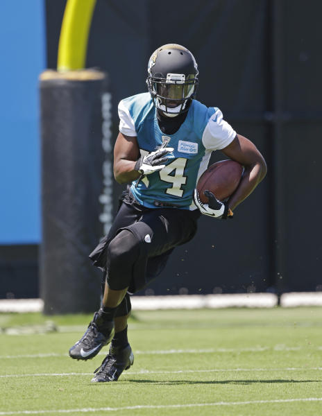 Jacksonville Jaguars Justin Blackmon runs after a pass reception during NFL football organized team activities, Monday, May 13, 2013, in Jacksonville, Fla. (AP Photo/John Raoux)
