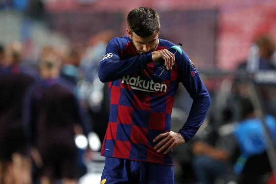 Gerard Pique reacts during Barcelona's defeat (Getty)