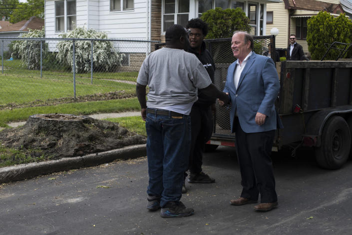 Detroit Mayor Mike Duggan with a local resident working on a landscaping job in the Fitzgerald neighborhood of Detroit. (Photo: Brittany Greeson for Yahoo News)