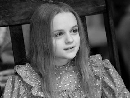 Joey King in the beginning of 'Oz the Great and Powerful'