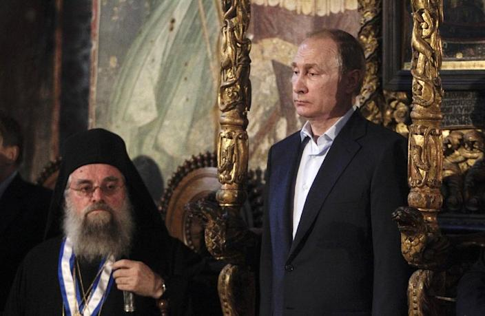 Russian President Vladimir Putin (R) often talks about his Orthodox faith and joined celebrations for the 1,000th anniversary of Russia's presence at the monastic community of Mount Athos, in northern Greece, on May 28, 2016 (AFP Photo/Alexandros Avramidis)