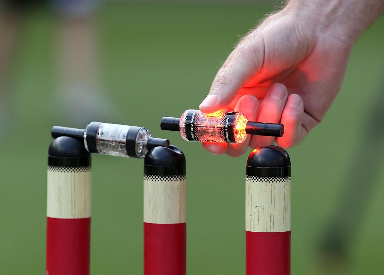 MELBOURNE, AUSTRALIA - DECEMBER 07:  Paul Reiffel lifts up a bail which lights up before the Big Bash League match between the Melbourne Renegades and the Melbourne Stars at Etihad Stadium on December 7, 2012 in Melbourne, Australia.  (Photo by Michael Dodge/Getty Images)