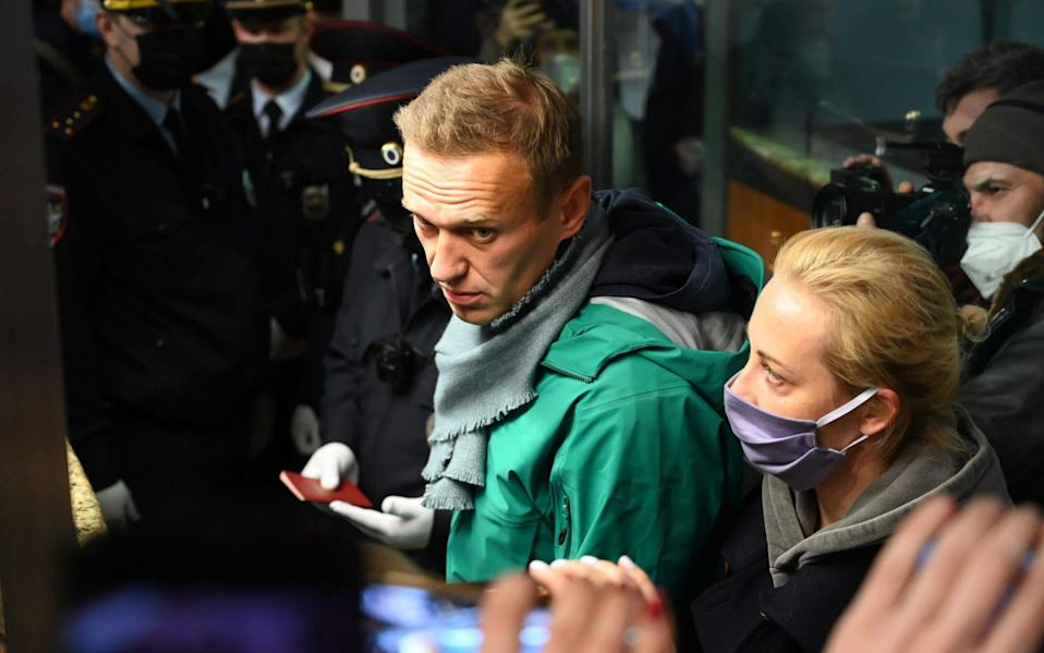 Russian opposition leader Alexei Navalny and his wife Yulia arrive in Moscow - KIRILL KUDRYAVTSEV/AFP via Getty Images
