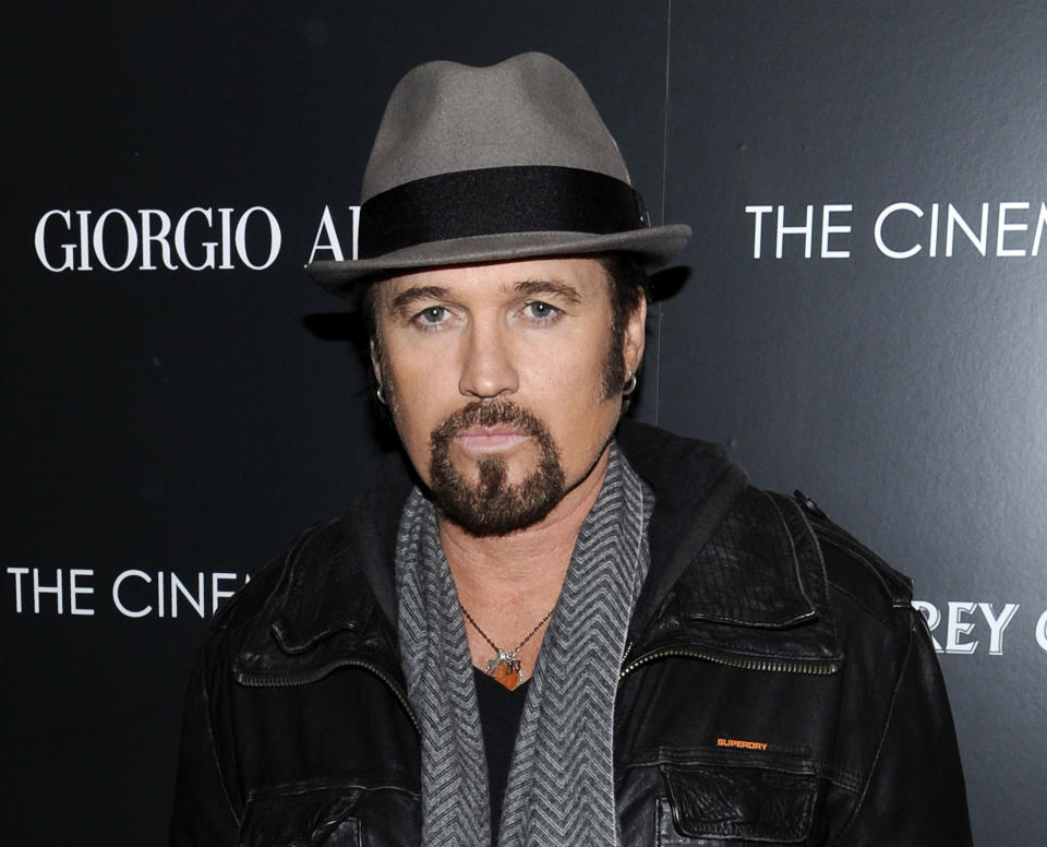 "<b>Billy Ray Cyrus:</b> ""Oh no ! Just woke up and turned on the news ""14 dead 50 hurt in Batman movie shooting"". Praying for victims. So sorry and sad"" (AP Foto/Evan Agostini, Archivo)"